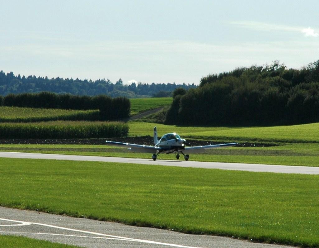 Landung bleuair 001 aus kägiswil, terminal 1!&;